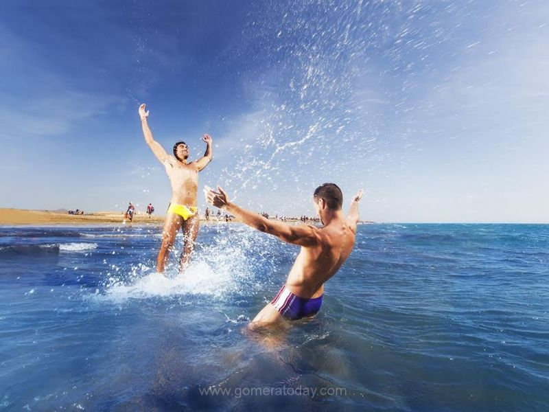 Offer - Special gay vacation - holiday in Gran Canaria near Yumbo Centrum. PASION TROPICAL