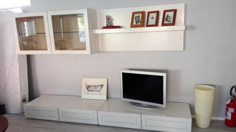 Soggiorno in legno bianco anticato - Living
