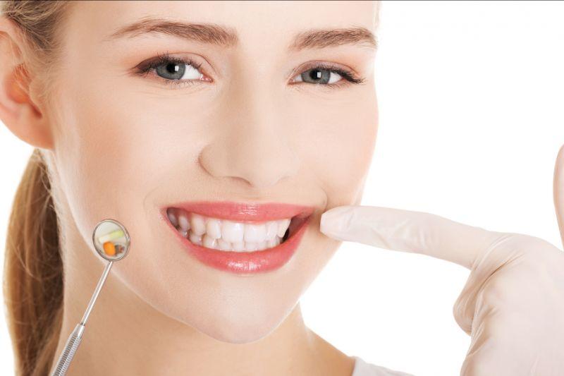 Offerta impianti dentali con protesi fissa mobile -Promozione otturazione dentale Reggio Emilia