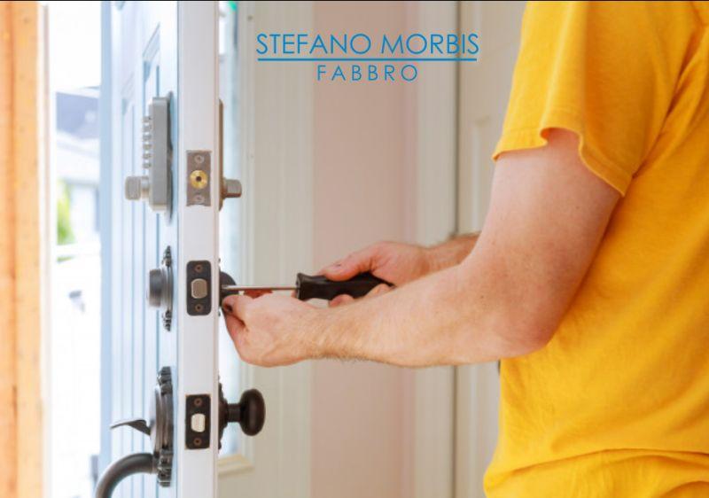 STEFANO MORBIS FABBRO pronto intervento apertura porte - emergenza fabbro apertura basculanti